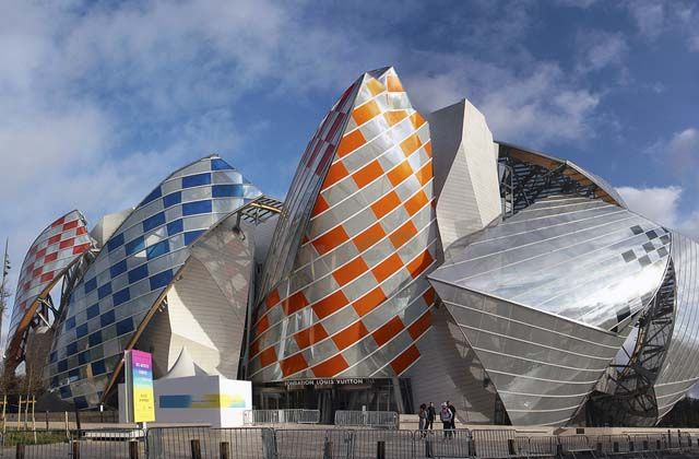 La Fundación Louis Vuitton se viste de color