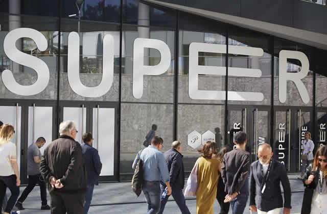 Moda y novedades en 8ª edición de la feria SUPER en Milán