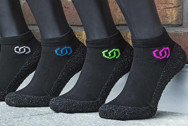 Crean zapatos/media de bolsillo ultraligeros