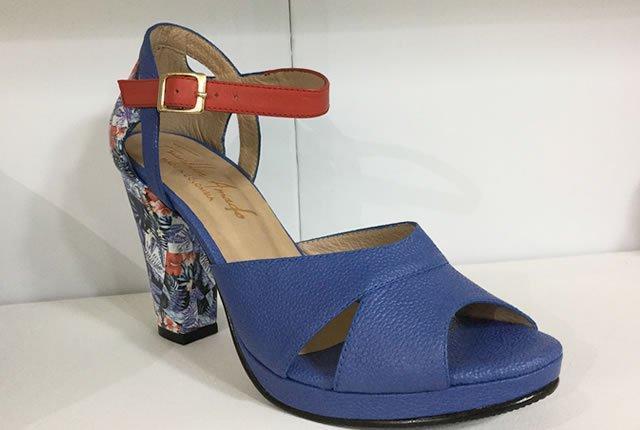 Sandalias de moda en cuero con toques artesanales