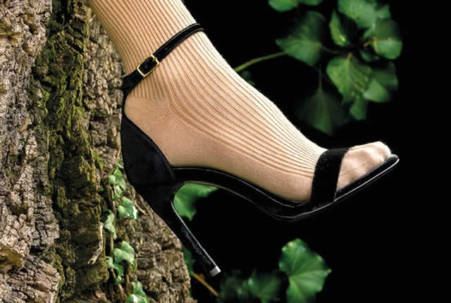 Lanzan zapatos de tacón stiletto biodegradables